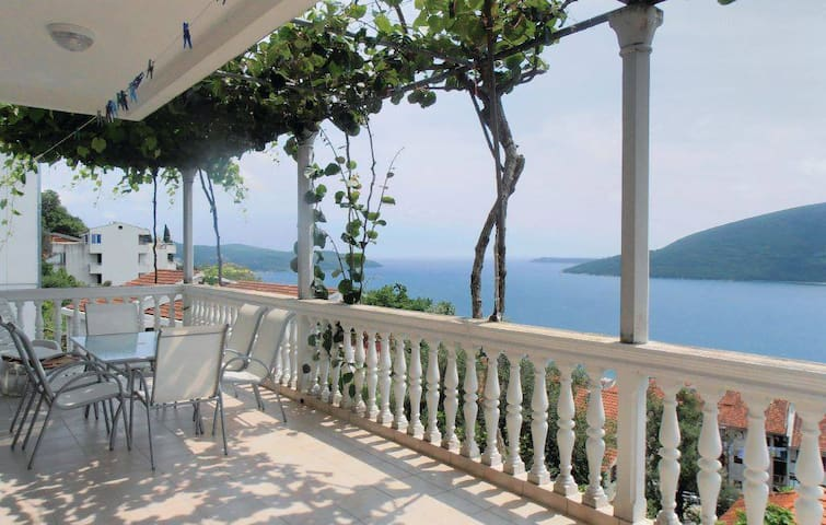 Villa Adriana - Herceg Novi - Hus