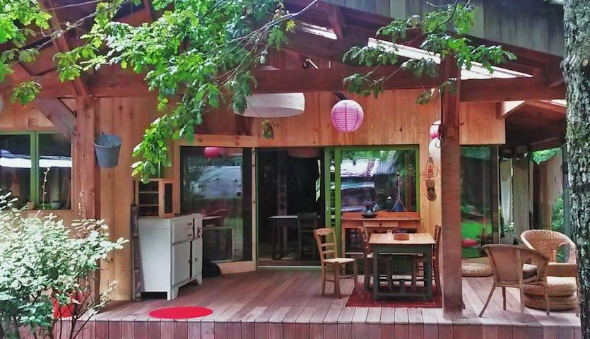 Notre maison auto-construite, nous partageons nos espaces de vie