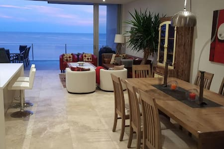 Luxury  Beachfront Penthouse - The Entrance North