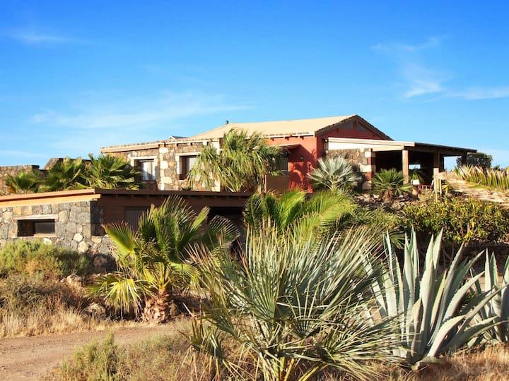 Casa El Campo,tropical garden, panoramic view,wifi
