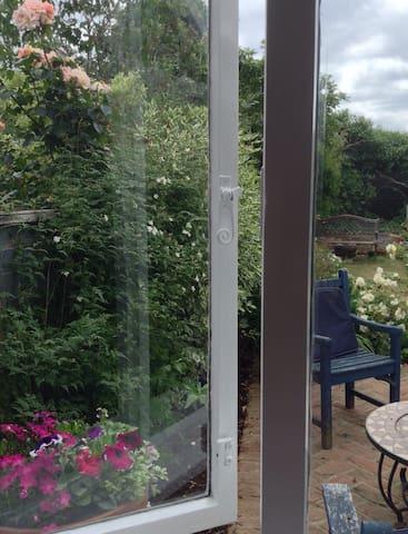 A Good night's sleep in Garden Room - Lontoo - Talo