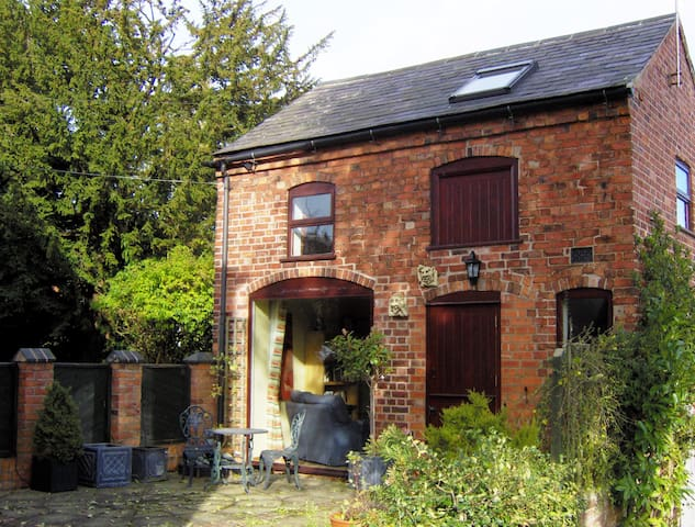 Cosy converted coach house close to town centre. - Ashby-de-la-Zouch - Rivitalo