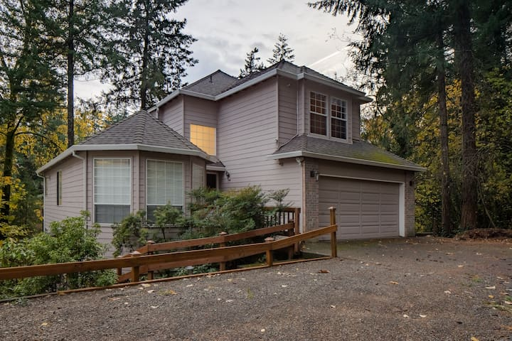 7 beds/3 bath/5 bedrooms Portland Modern Home
