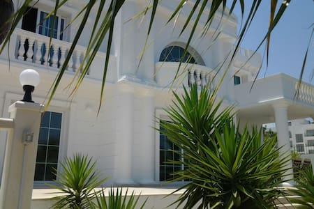 Sevilla Elegance villa - Kyrenia, Girne