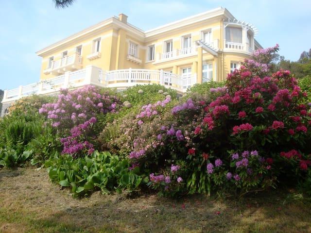 Villa art déco exceptional sea view - Étables-sur-Mer - 別荘