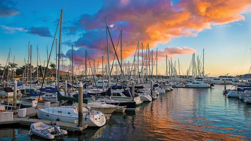 Stunning Apt with Waterfront Marina Views