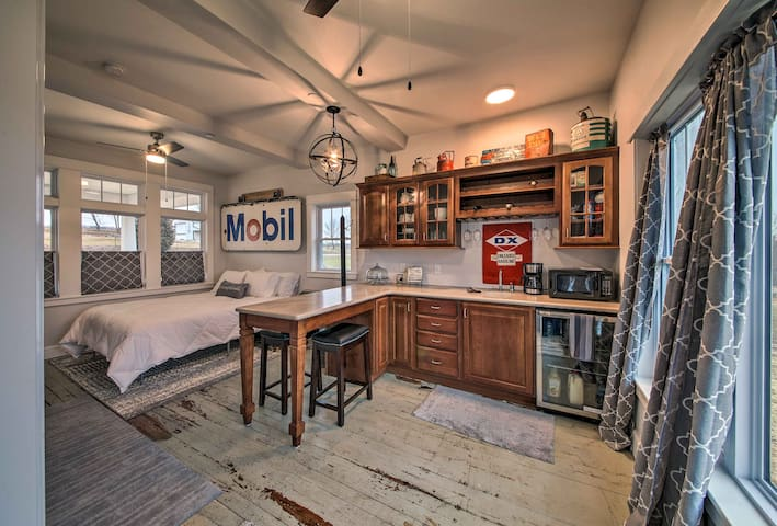 Lakefront Studio Guest Home on Hermann Wine Trail!