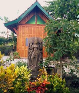 Mettaloka's Cabin Wood Twin Bed - Borobudur