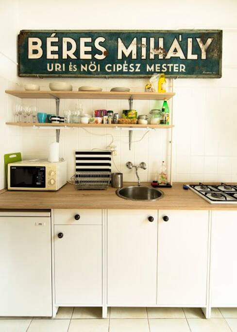 Fully equiped kitchen with free coffee, tea, oil, spices, and brochures.