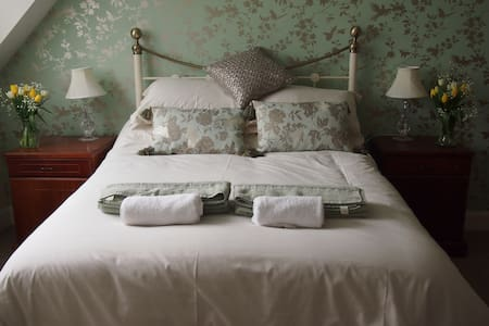 Farm house b&b near Bath. Room 2 - Englishcombe