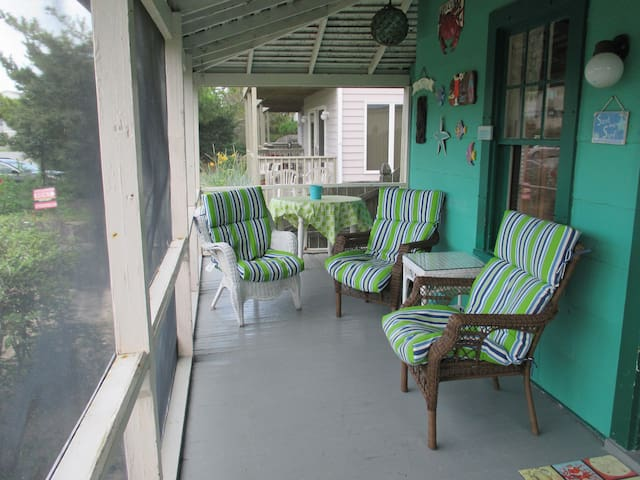 Quintessential Vintage Beach House - Dewey Beach - Ev