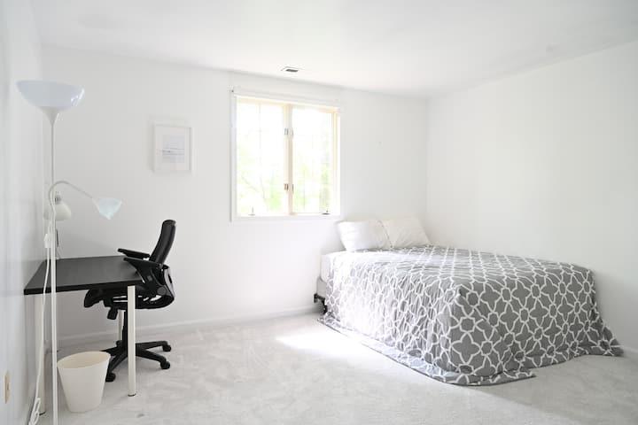 LTL MAPLE Deluxe 1 Queen Bedroom|Smoke Free