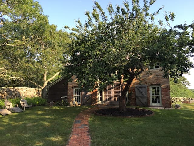 Historic Brick Barn in Chilmark - Chilmark - Casa