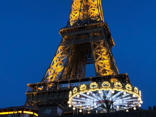Suite avec la vue près de la Tour Eiffel