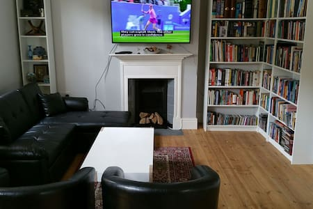Budget Double B&B in a Cosy House - London