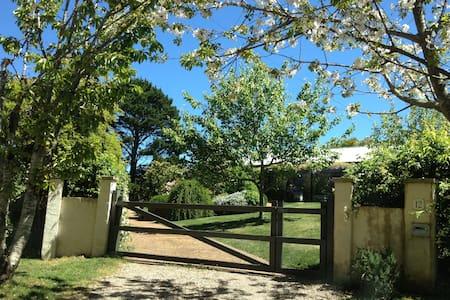 Elegant Country Garden Living - Robertson