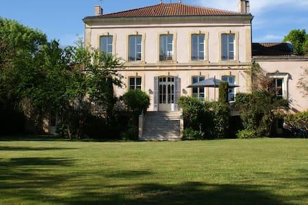 CHÂTEAU DE GRENIER Chambres d'Hôtes - Saint-Léger