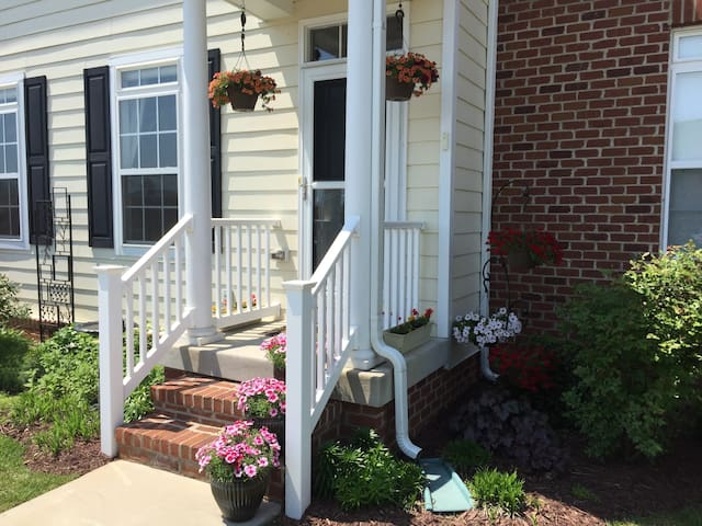 Beautiful and bright: modern 1 bdrm townhouse - Charlottesville - House