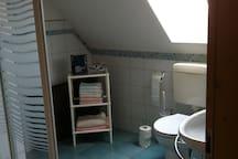 Bad mit WC und Dusche im 2. Stock