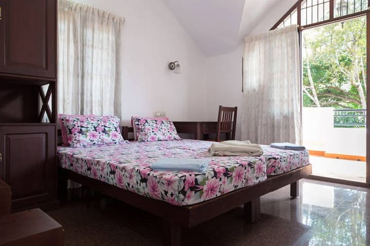 Cozy Room#3 in Fort Kochi With Big Balcony Garden