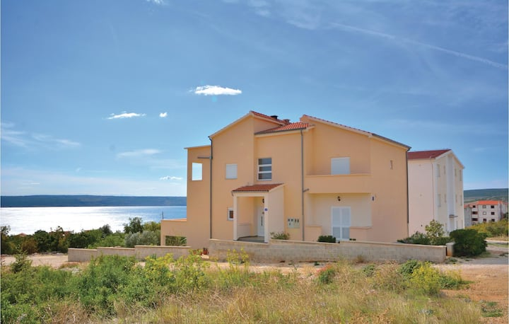 Stunning home in Maslenica with WiFi and 3 Bedrooms