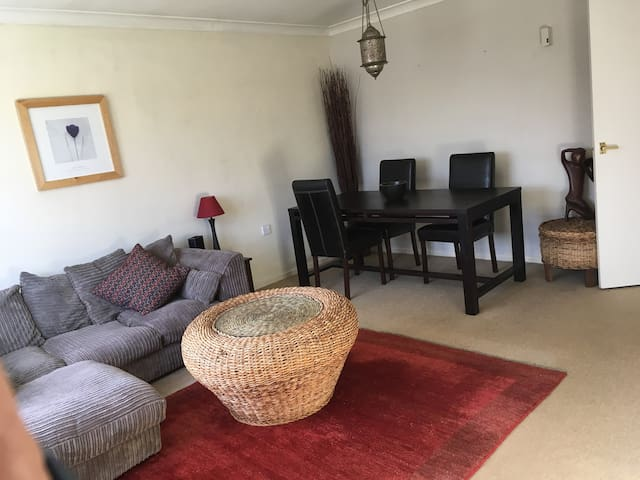 Spacious 2 bed flat with parking and garden