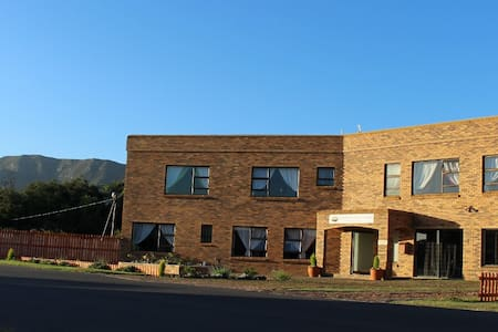 Mountain View Manor Guest House - Sandbaai