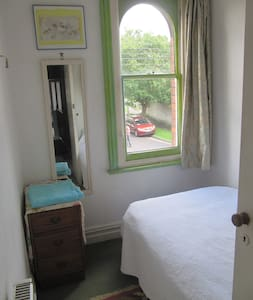 Aunty Millie's B & B - single room - Glastonbury
