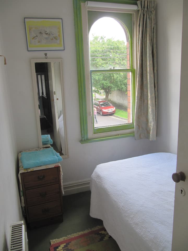 Aunty Millie's B & B - single room