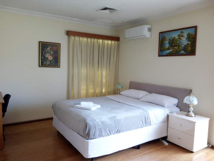 HOME ACCOMMODATION (Room 3:Master room,big space )