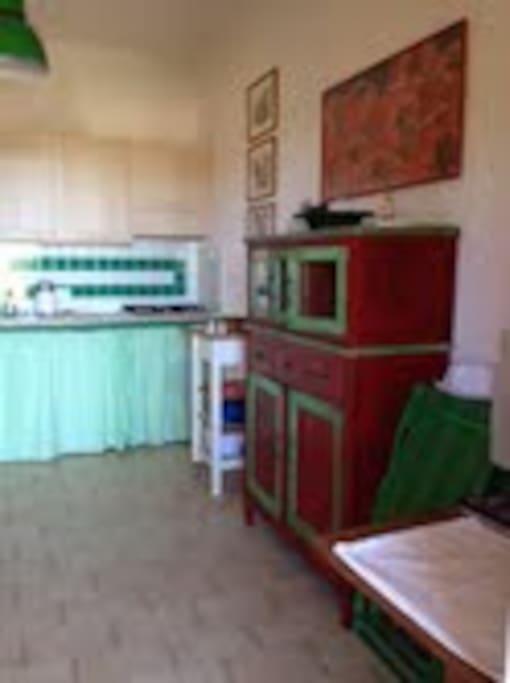 Cucina con lavatrice e lavastoviglie