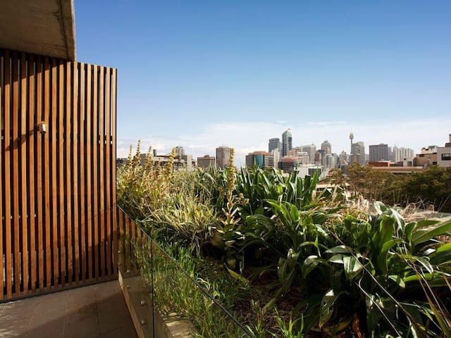 Self-contained Surry Hills Studio