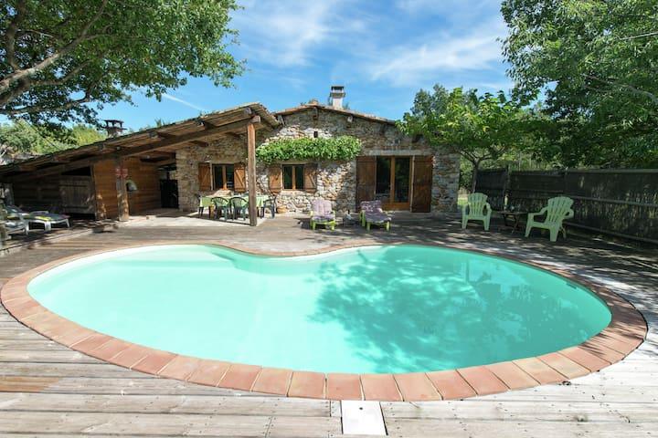 Sfeervol huis in Ardeche met privé zwembad, gebouwd met ecologische materialen