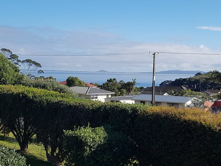 Coopers Beach Holiday Home with a View