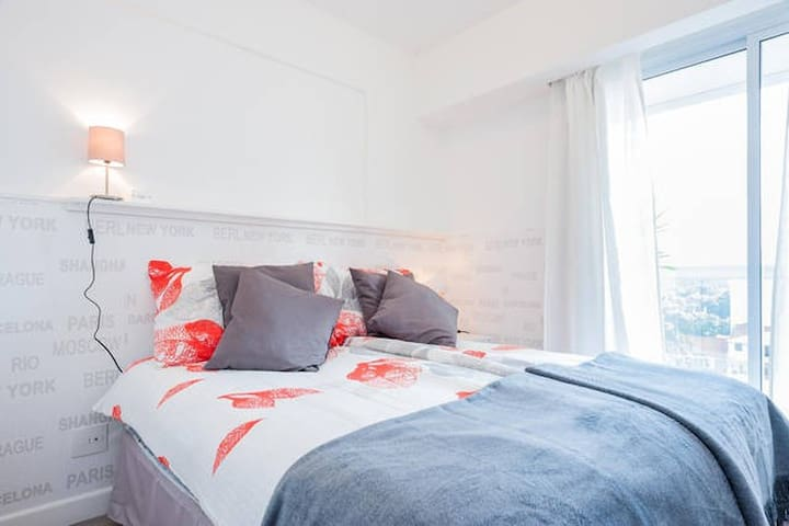 Double bed  1,60x 2,000 or 2 single beds available upon previous request.