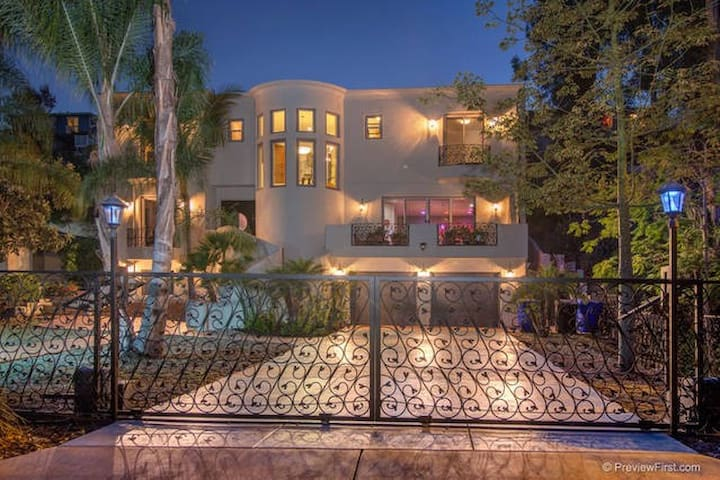 Luxurious 4200 Sq Ft 5 Bedroom Mediterannean Villa - San Diego - Villa
