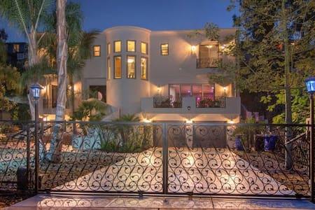 Luxurious 4200 Sq Ft 5 Bedroom Mediterannean Villa - サンディエゴ