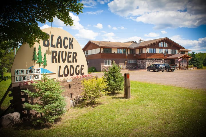 Condo Wing @ Black River Lodge - Ironwood - Bed & Breakfast