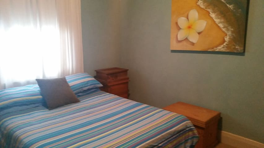 Queen Room Available - Broadmeadow - Huis