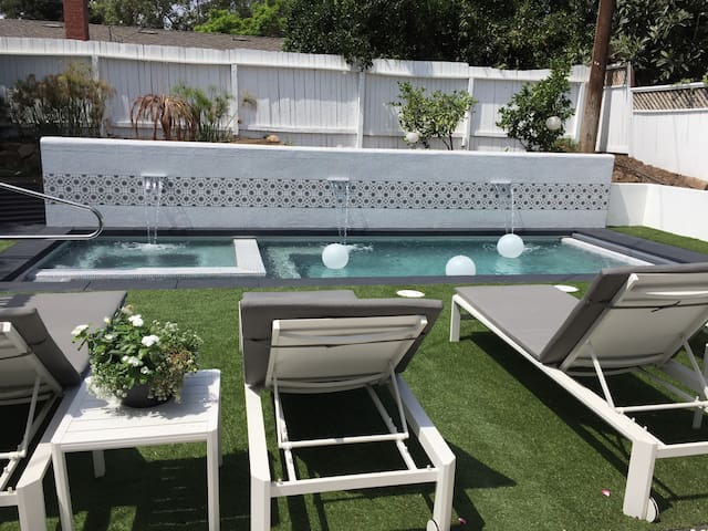 Spend a month in SB! 60's mod w pool. Pets OK.