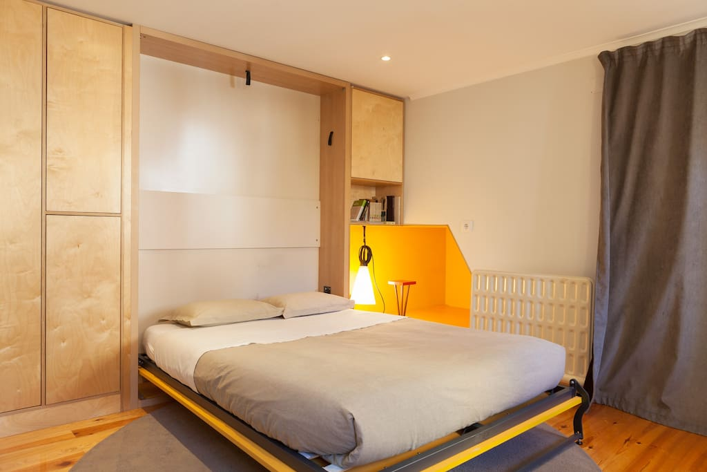 The Yellow Studio has a double wall bed. When you close the bed, you'll find under it a big round rug and a little tea table.