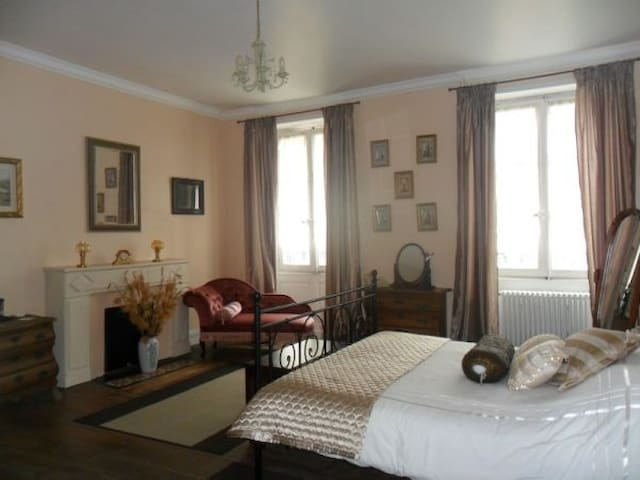 A quality Chambres d'hote in France - Champagne-Mouton - Penzion (B&B)