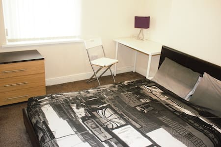 Birmingham Guest House 10, Room 2 - West Bromwich - Guesthouse