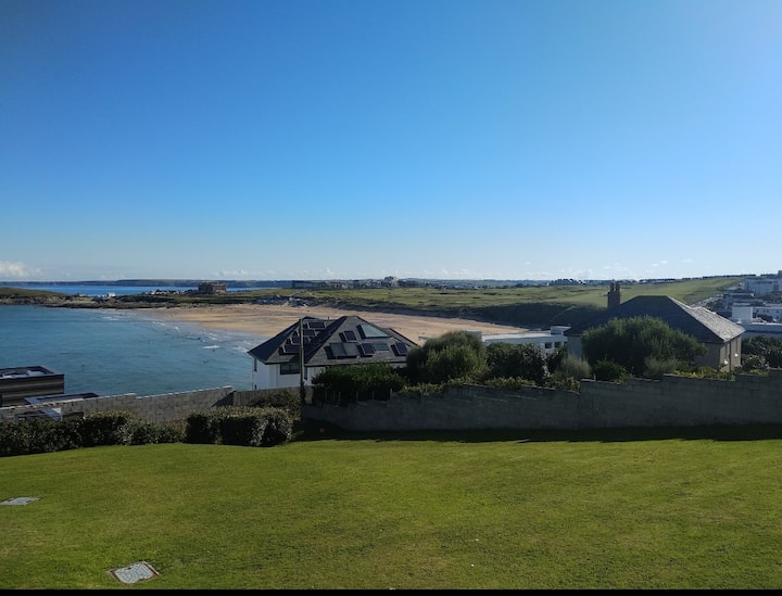 Double room next to Fistral Beach surfer spot