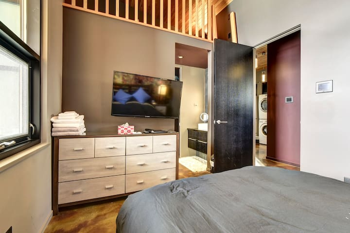 A view to the Guest Bedroom's ensuite and Loft.