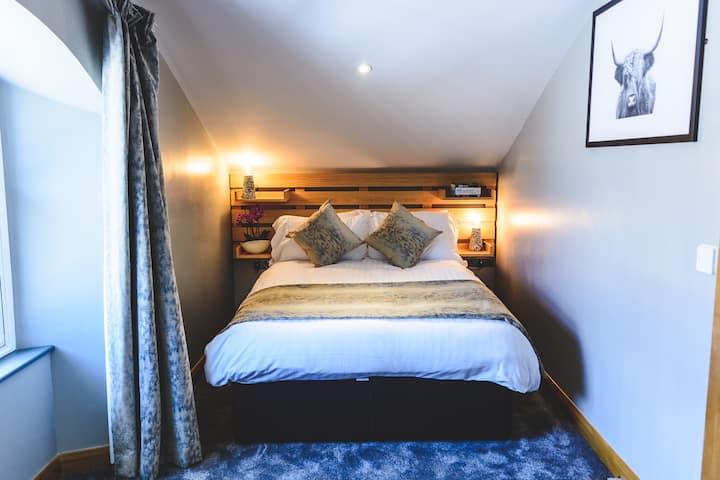 Mono Suites - One Bedroom Suite