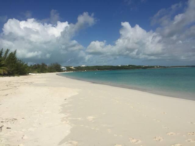 Hoopers Bay Beach - Sandy Palms 1 bedroom apt