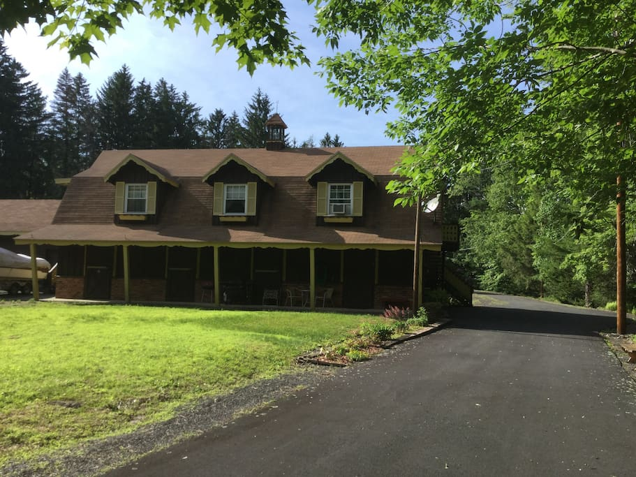 Originally built to stable Arabian horses, the scenic property is centrally located to the best of the exciting Poconos attractions.