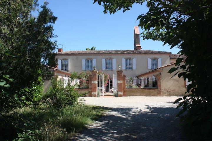 Ancien Presbytère du XVIII° - Lavaur - Rumah