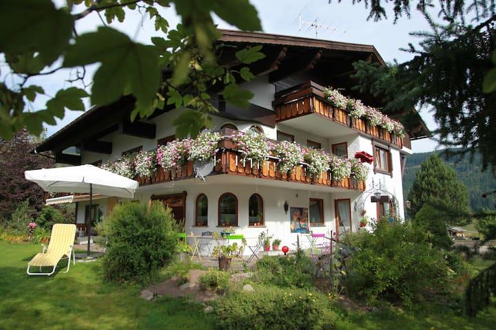 Landhaus Bromm - Riezlern - Oda + Kahvaltı